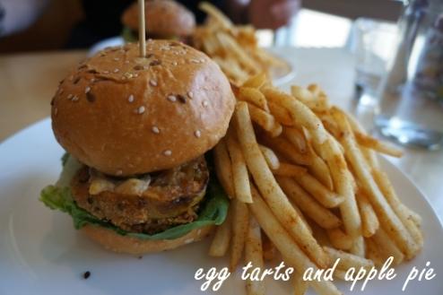 Belles-green_tomato_burger