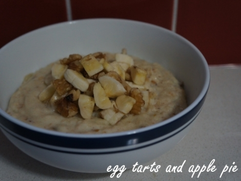 Banana-date-walnut porridge